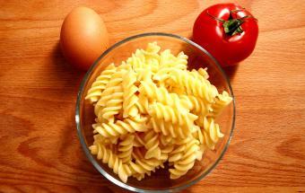Студенческие вчерашние макароны. Простой рецепт ужина на сковороде!