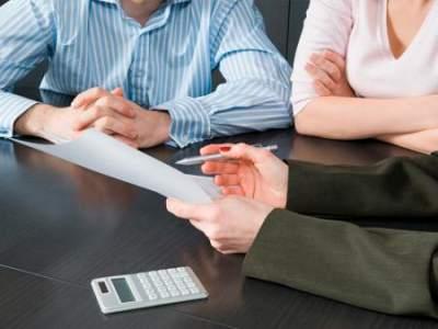 Поручительство по кредиту: стоит ли помогать?