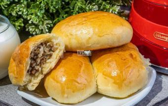 Пирожки с начинкой из мяса и риса в духовке
